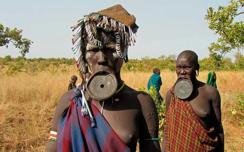 Tanzania Osiligilai_Maasai_Lodge_the_Dance